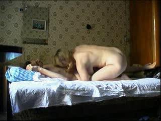 Скриншот к Сын дрючит свою маму скрытая камера