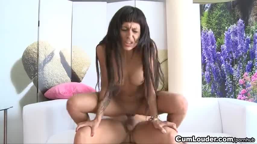 Брюнетка с афрокосичками порно фото 470-82